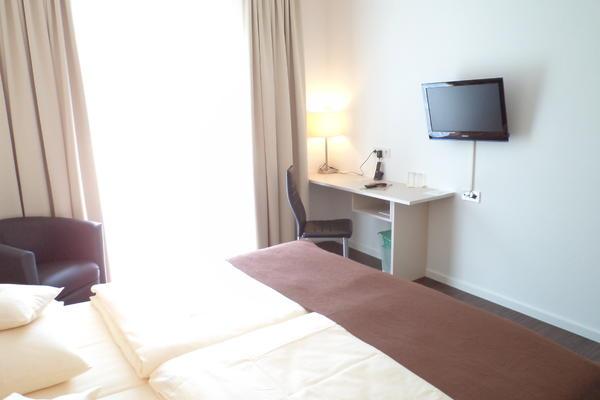 Hotelzimmer mit Schreibtisch